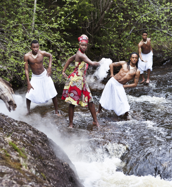 Nittedal 20120519; Tabanka i elven; Thomas Talawa Prestø