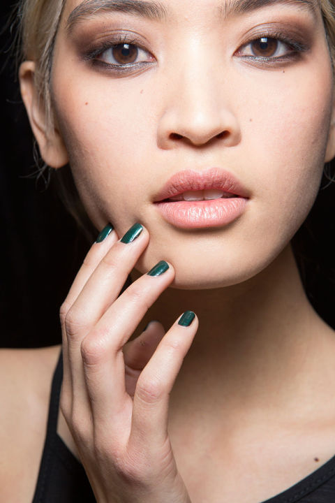 hbz-fw2015-trends-beauty-smoky-miller-bks-z-rf15-9775